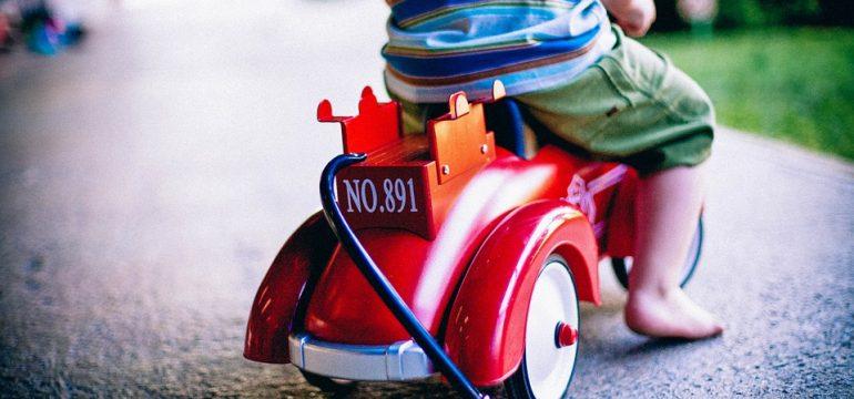 Voitures électriques : initiez votre enfant à la conduite